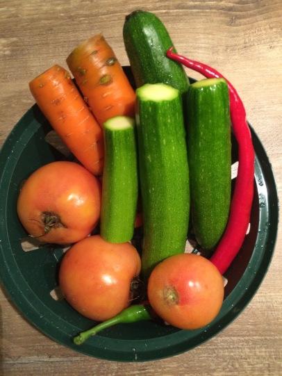 Tomaten und Zucchini