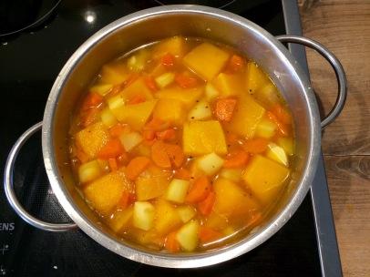 gekochte Kürbis-Möhren-Suppe