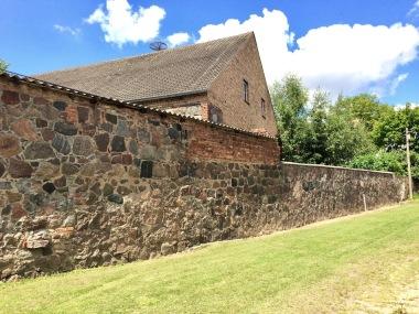 Gutshofmauer