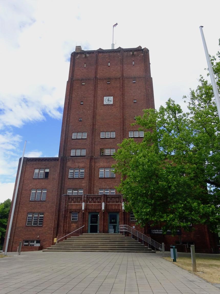 Rathaus mit Wasserturm